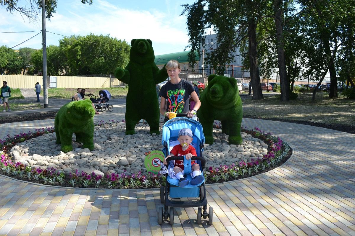 В Саду Победы поселилась семья медведей