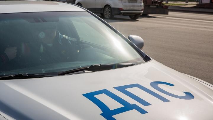 На трассе под Новосибирском столкнулись два легковых автомобиля: погибли два человека