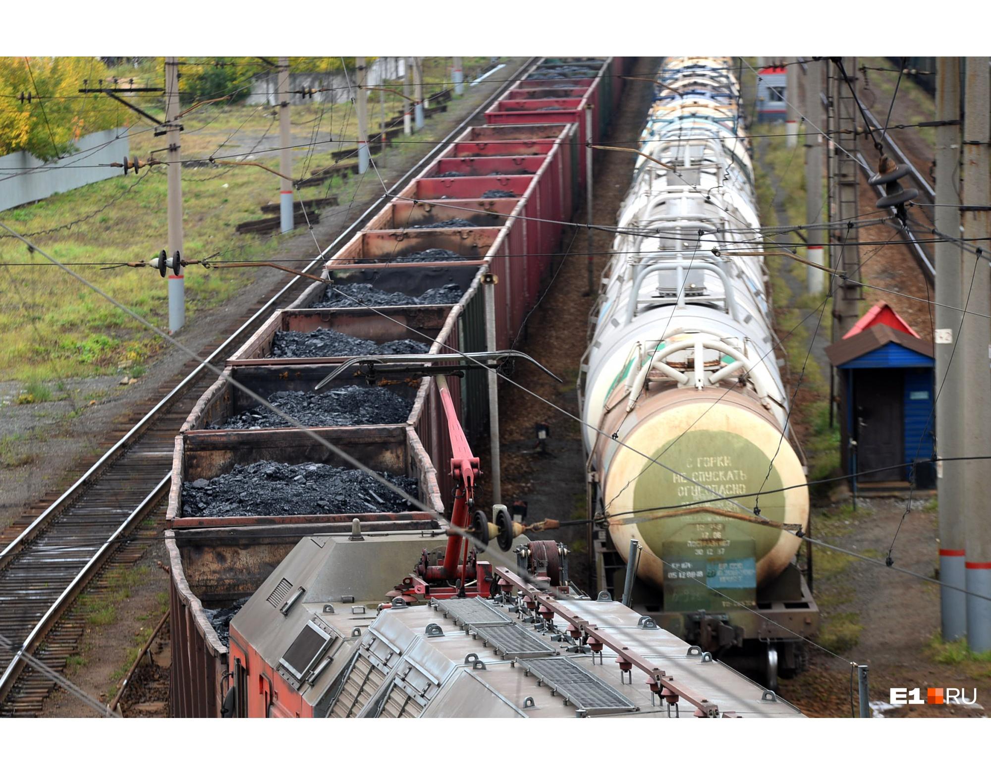 Подобные вагоны с углем столкнулись с вагонами, которые перевозили взрывчатку, в 1988 году
