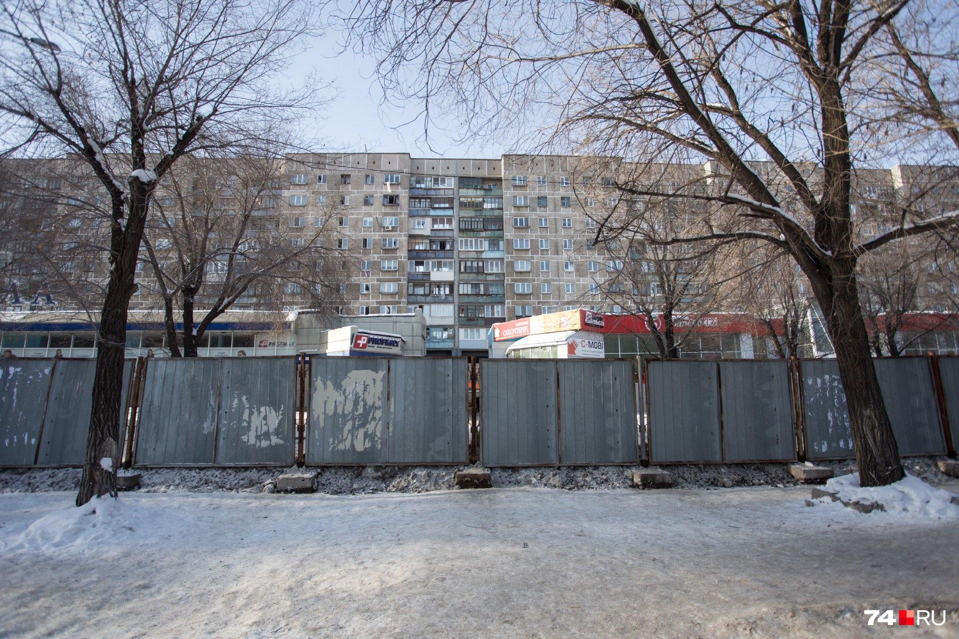 Со стороны Карла Маркса дом выглядел целым