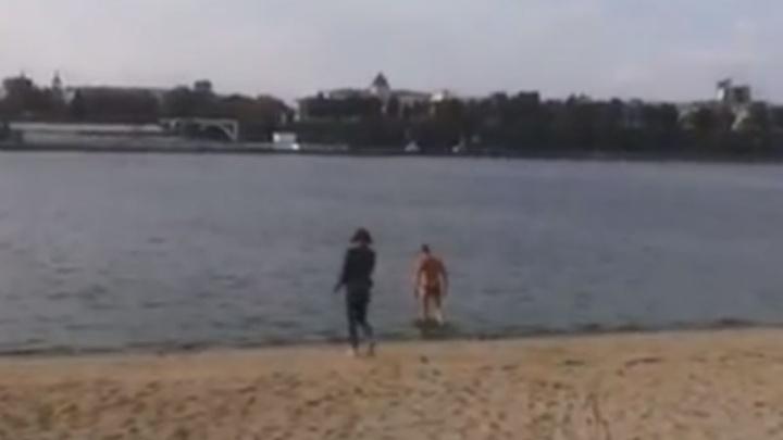 Ярославец в октябре искупался в Волге. Вода нормальная, но кое-что не понравилось