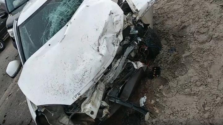 «Пришлось выламывать двери — водителя зажало»: участник ДТП на Чекистов рассказал подробности аварии
