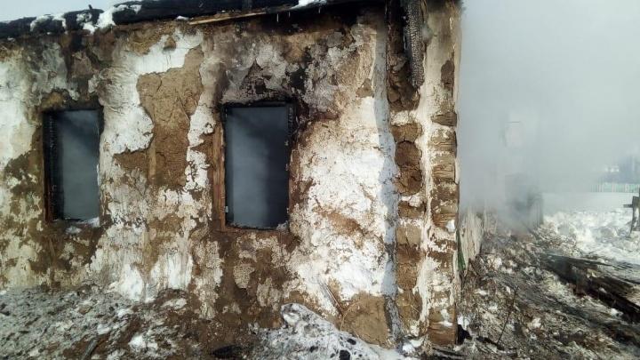 Двое детей смогли выбраться: в Башкирии при пожаре погибли женщина, мужчина и 1,5-годовалый малыш