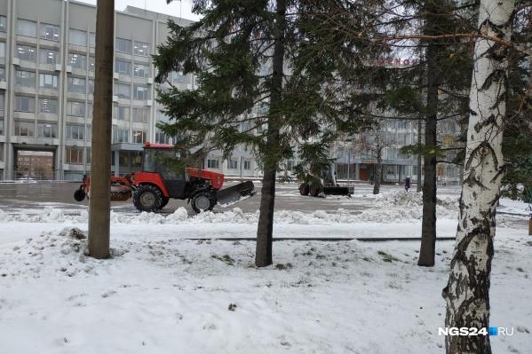 Мэр прошелся по улицам города и оценил работу снегоуборочной техники