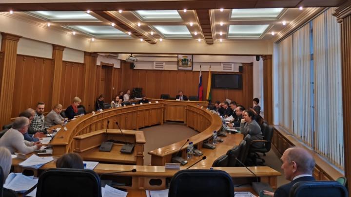 Гордума вышла с каникул: депутаты решили ужесточить правила отчета Высокинского вплоть до отставки