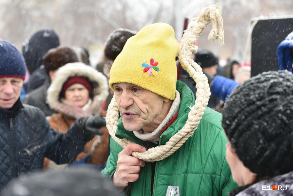 «Я на эти деньги месяц молоко пить могу»: горожане рассказали Сергею Панину о тратах на вывоз мусора