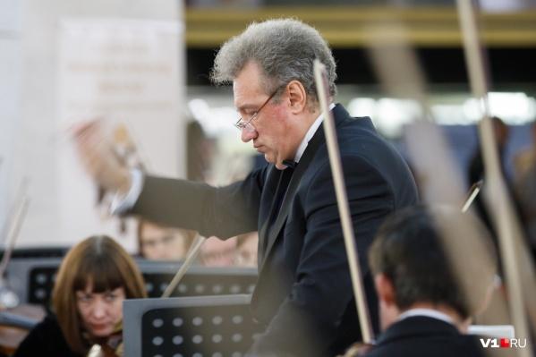 Волгоградцев, которые наизусть знают песни Александры Пахмутовой, зовут в филармонию