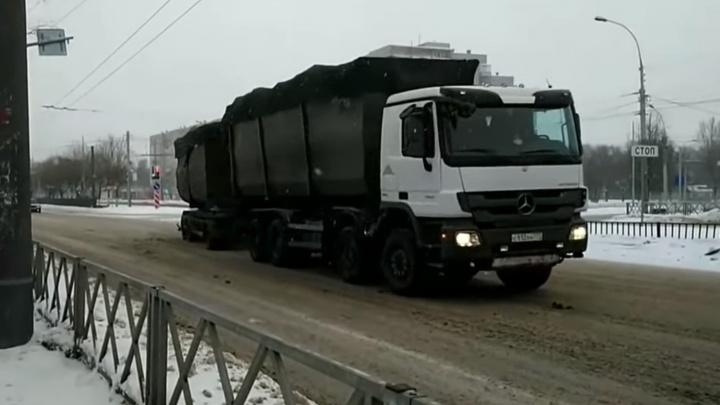Власти объяснили, почему московские мусоровозы с прицепами продолжают ездить в Ярославль