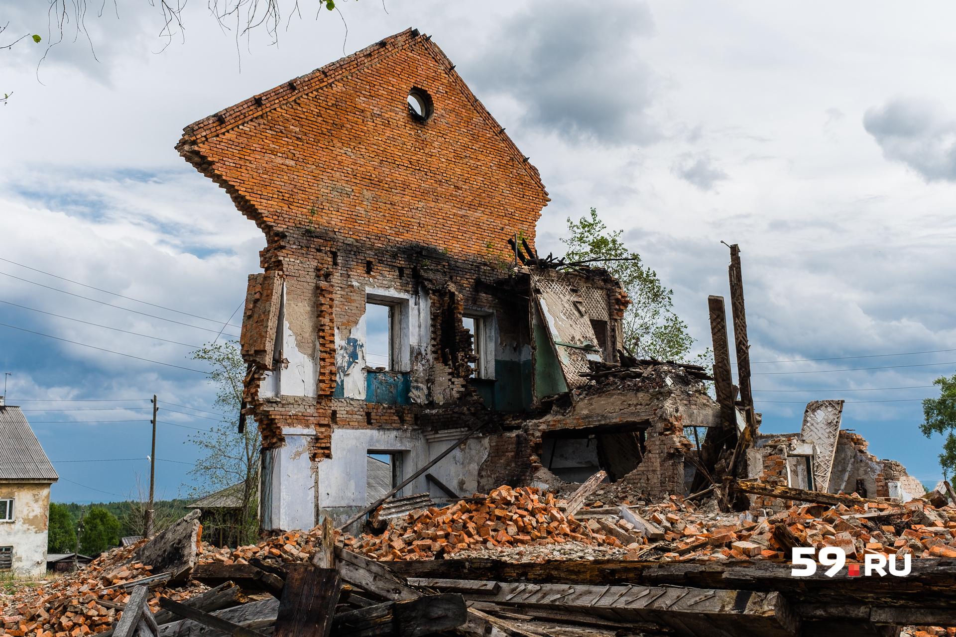Некоторые дома совсем разрушились