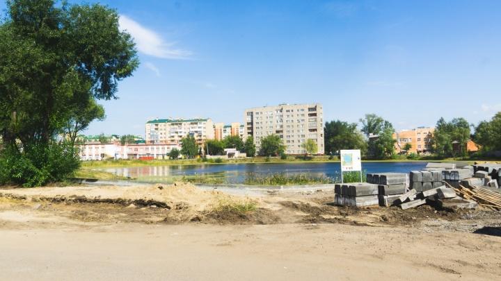 «Те, кто прежде не матерился, начали»: местные жители возмутились благоустройством озера Кирпичка