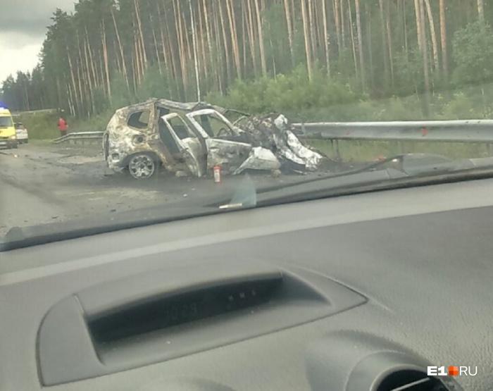 После столкновения с грузовиком у водителя и пассажиркиRenault Duster не было шансов выжить