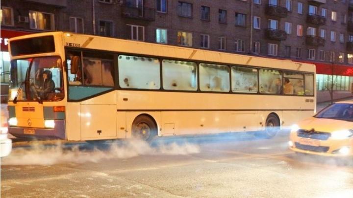 В Железногорске во всех автобусах ввели оплату по картам через приложение в телефоне