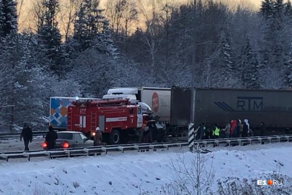 В аварии погиб мужчина, ещё восемь человек пострадали