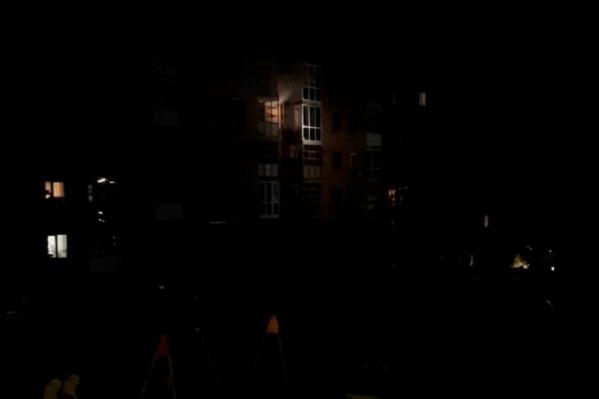 Ночью на Космонавтов на трех этажах жилого дома сгорели электрощиты