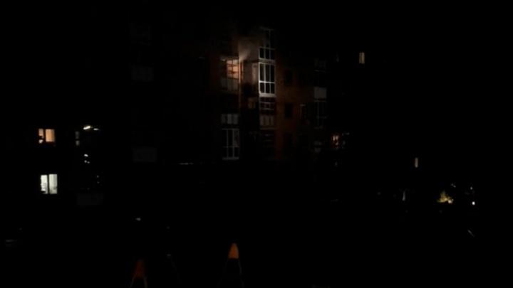 Ночью на улице Космонавтов из-за пожара в пятиэтажке эвакуировали 18 человек