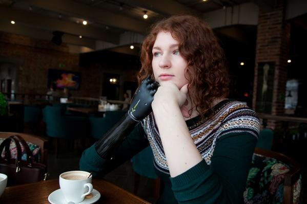 Кроме диплома журналиста у Светланы есть диплом переводчика, она стреляет из лука, участвовала в конкурсе «Краса Арктики»<br>