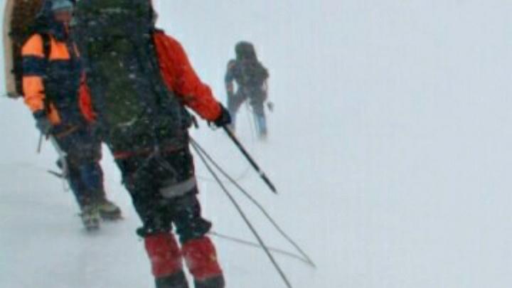 Спасатели приостановили поиски новосибирских туристов, попавших под лавину на Алтае