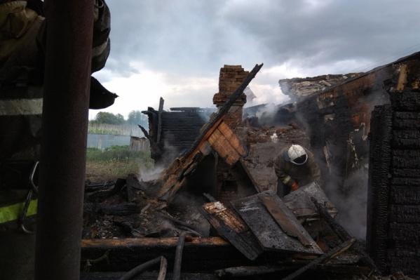 От сгоревшей веранды почти ничего не осталось