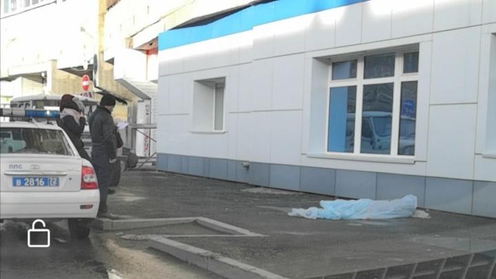 В Тюмени вторая трагедия за день: у «муравейника» нашли тело мужчины, упавшего с высоты