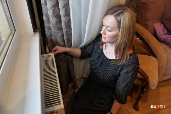 Батареи в домах остыли, но не до конца. А если до конца, то нужно жаловаться в управляющую компанию