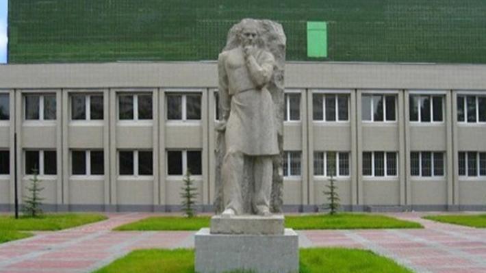 Дело в окнах: сотрудника Южно-Уральского медуниверситета задержали за взятку