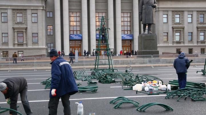 Власти наймут ЧОП для охраны новогоднего комплекса на площади Куйбышева от вандалов