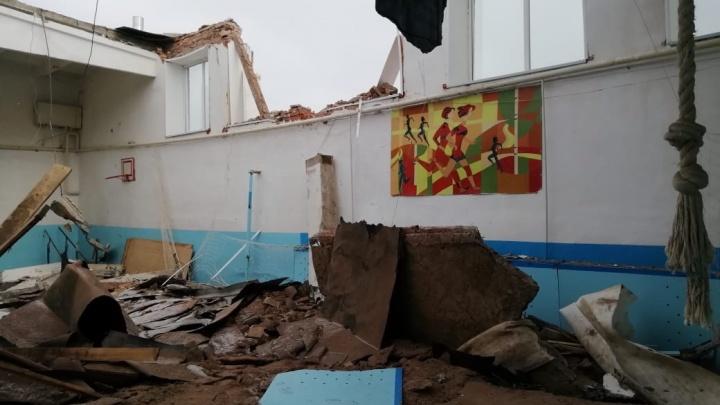 В башкирском селе Ермолкино в спортзале школы рухнула крыша