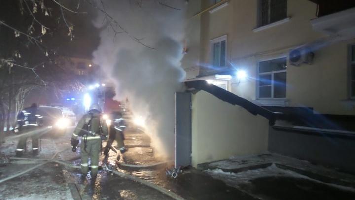 Напротив «Екатеринбург Арены» произошёл пожар в квест-руме, расположенном в подвале дома