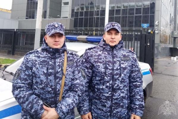 Алексей и Влад помогли в эвакуации жильцов загоревшегося подъезда