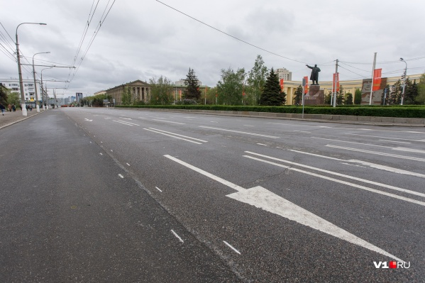 Всего раз в году на несколько минут центр Волгограда пустеет