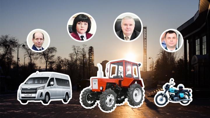Владеют тракторами и советскими мотоциклами: ВИП-гаражи глав тюменских филиалов федеральных ведомств