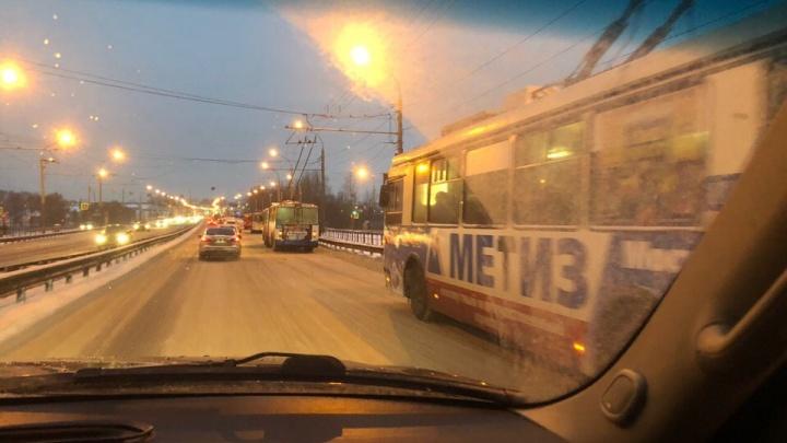 В час пик в Ярославле встали троллейбусы