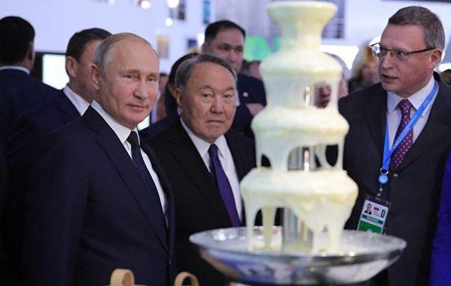 Путин оценил фонтан из омской сгущенки
