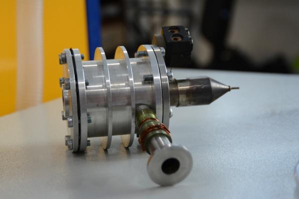 Насадка для спектрометров, разработанная в Институте неорганической химии СО РАН, стоит до 40 тысяч рублей, а зарубежные — до 10 тысяч долларов
