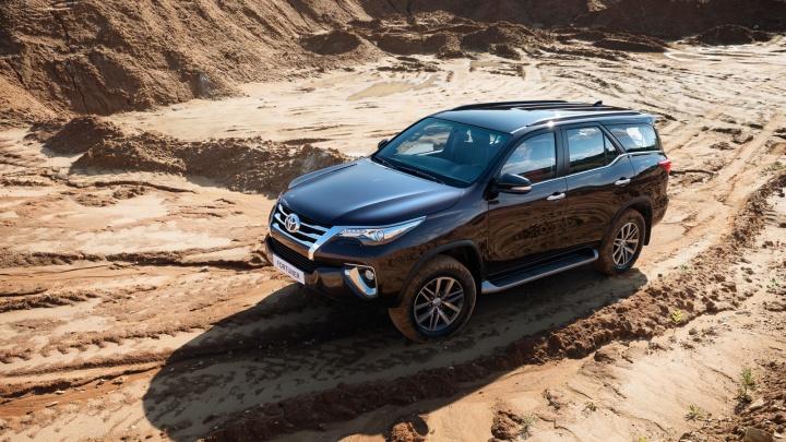 Toyota объявила цены на новый рамный джипFortuner