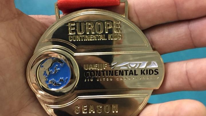 Недетские схватки: юные борцы джиу-джитсу из Новосибирска привезли четыре золота с чемпионата Европы