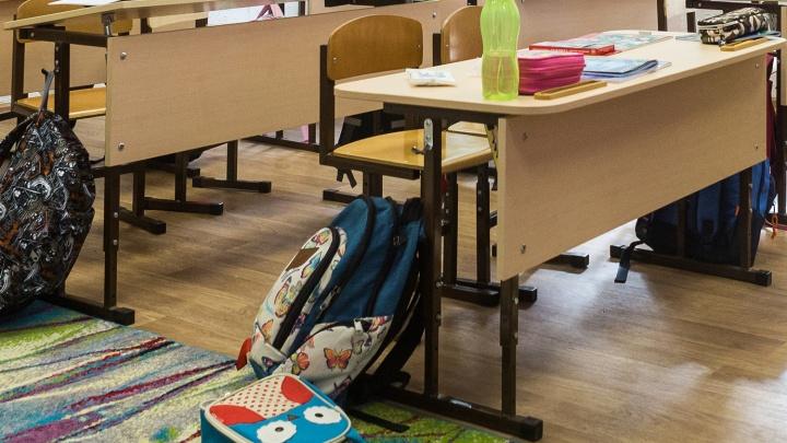 Чиновники мэрии проверили две школы, в которых ученики слегли с симптомами отравления