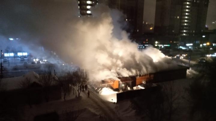 На Фрунзе загорелся похоронный дом семьи Якушиных — осенью его владельцы заявляли о «переделе рынка»