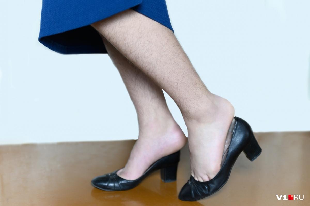 Для женщины поводом отказать могут стать даже собственные пушистые ноги