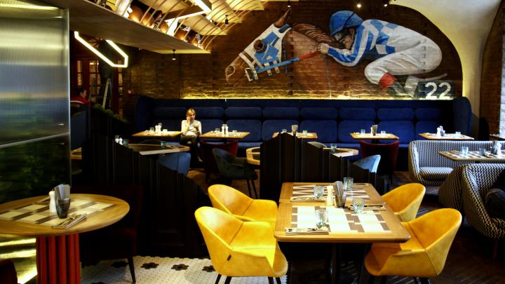 Туман «как в Лондоне» и шевелящаяся еда: НГС протестировал ресторан, который занял место бара-легенды