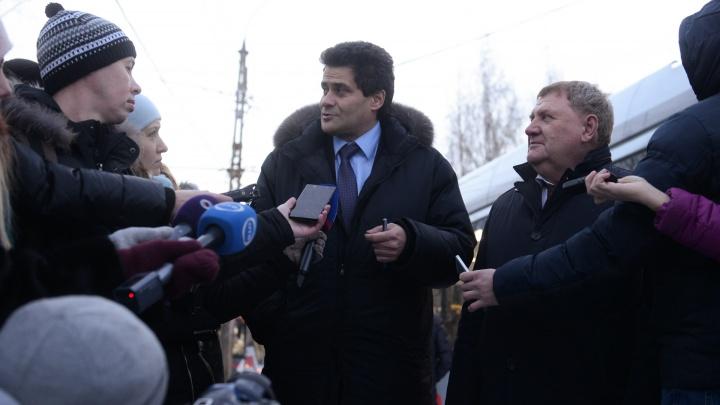 «Забрали — не умер»: депутаты гордумы за закрытыми дверями решили снизить зарплату Высокинскому