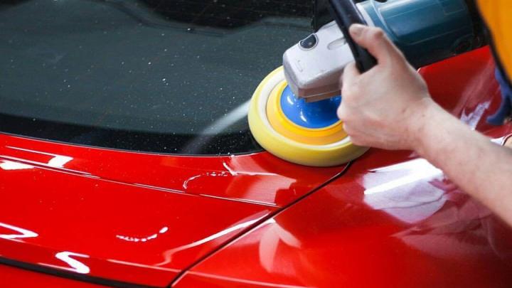 Быстро и недорого: автовладельцам предложили убрать царапины и вмятины от 500 рублей