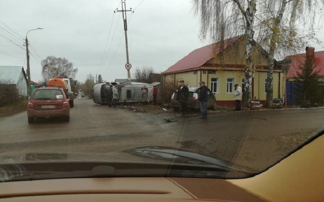 В Стерлитамаке столкнулись легковушка и микроавтобус