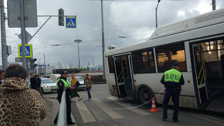 На кольце Кирова — Московское автобус сбил детей на пешеходном переходе