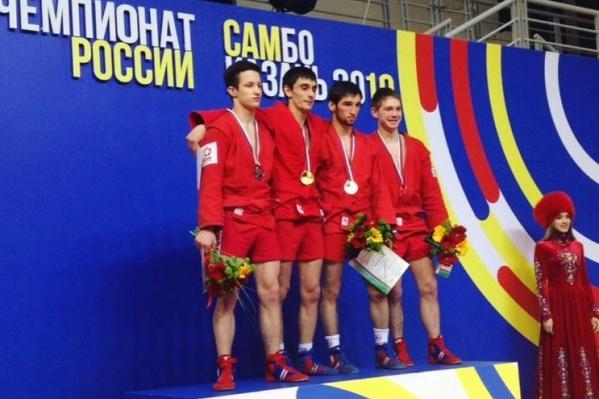 Евгений Еремин — крайний слева, Иван Панюхин — крайний справа