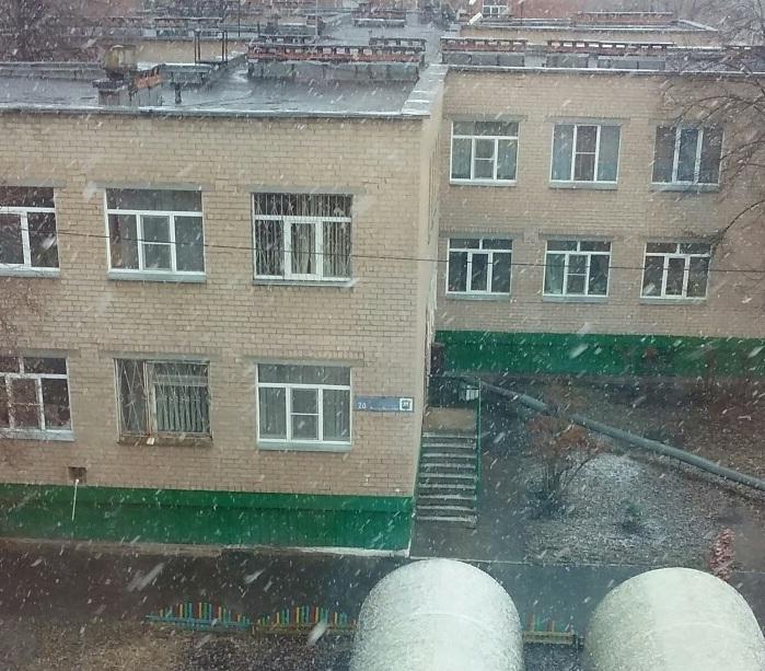Снег шёл крупными хлопьями, но недолго. Через 15 минут весенняя метель закончилась