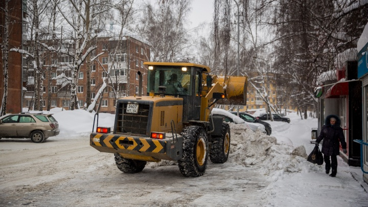 «Нормально в этом городе ничего не делают»: как Новосибирск чистят от снега