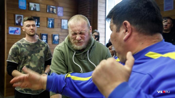 «Словно раскаленный штопор вкрутили»: в Волгограде впервые прошел чемпионат по пощёчинам — видео