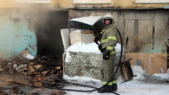 Вода и груда картона: как тушили пожар в БСМП-1
