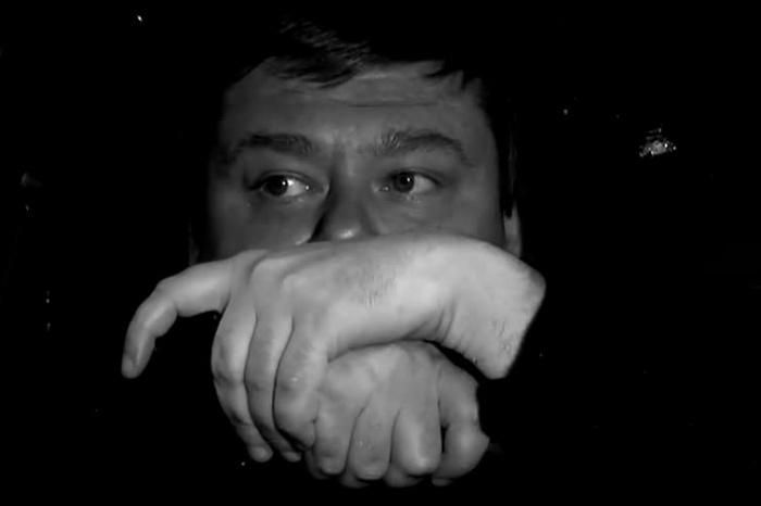 В современной короткометражке узнаётся сцена из известного фильма «Три тополя на Плющихе»